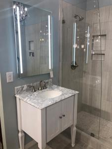 Fluerco mirror with vertical lighting embedded